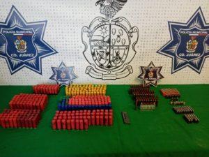 ASEGURAN UN CARGADOR Y 586 CARTUCHOS UTILES DE DIFERENTES CALIBRES ABANDONADOS EN LA VIA PUBLICA