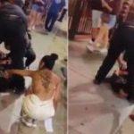TESTIGOS DE UNA DETENCIÓN EN LAS VEGAS TRATAN DE ROBARLE LA CADENA A HOMBRE QUE ESTA INMOVILIZADO POR POLICÍAS